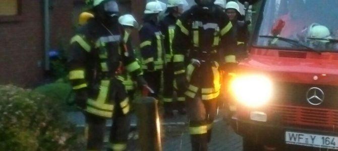 Einsatz nach Blitzschlag in Destedt. Ein Kommentar der Hauseigentümer zum Feuerwehreinsatz.